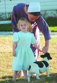 """Labeled as """"amish mom child and pup"""".yes, the older female is Amish. No, the child is not -- note the dress. And the dog? Amish Family, Amish Farm, Amish Country, Church Fellowship, Holmes County, Amish Culture, Amish Community, Horse And Buggy, Pennsylvania Dutch"""