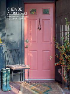 Detalhes aconchegantes na decoração. Veja mais: http://www.casadevalentina.com.br/blog/materia/cheia-de-aconchego.html  #decor #decoracao #interior #design #home #color #cor #cozy #charm #charme #aconchego #details #detalhes #pink #rosa #casadevalentina