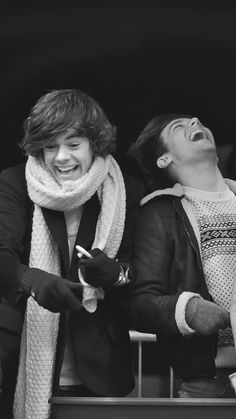Louis and Harry Fanfic Harry Styles, Harry Styles Baby, Harry Edward Styles, Larry Stylinson, Louis E Harry, Harry 1d, Four One Direction, One Direction Pictures, Foto One