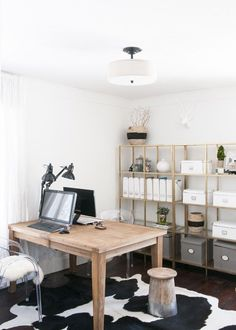 You don't need a lavish budget to create a great home office. Here are some easy home office decorating ideas that you can use to help maximize your office's style and function. You spend long hours in your home office, Home Office Layouts, Home Office Organization, Home Office Space, Home Office Desks, Office Ideas, Office Designs, Office Workspace, Office Setup, Office Chairs