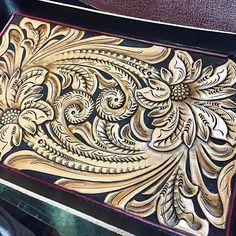 #唐草#レザークラフト#レザーカービング#leatherwork #leathercraft #leathergoods #leathercraft #leathercarving #leathertooling