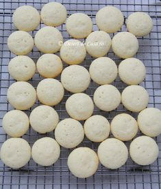 Se introduce tava in cuptorul preincalzit Christmas Baking, Cake Decorating, Biscuits, Cookies, Desserts, Home, Crack Crackers, Crack Crackers, Tailgate Desserts