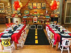 festa tema carros decoracao Disney Cars Birthday, Race Car Birthday, Baby Birthday, Disney Cars Party, Car Themed Parties, Cars Birthday Parties, Festa Monster Truck, Hot Wheels Party, Race Car Party