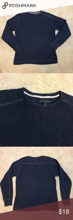 "Banana Republic Men's Navy Slubby Crew Banana Republic Men's Navy Slubby Crew. Size M measures: 16"" across shoulders, 21"" across chest, 26"" long, 25"" sleeve. 100% cotton. In good condition. FMo/21717 Banana Republic Shirts"