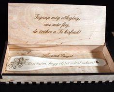 """Szülőköszöntő fakanál A fakanál nyelén a következő szöveg található. """"Köszönöm, hogy életet adtál nekem!"""" Más felirattal is kérhető. A megjegyzés rovatba írd meg a fakanálra, illetve a dobozra általad választott szöveget. Doboz belső gravírozása feláras a menüben választható. A kért szöveget a megjegyzés rovatba írja meg. Doboz mérete 32 x 12 x 4 cm Anyaga falemez. Felület kezelve. Hope Chest, Handmade, Diy, Wedding Ideas, Weddings, Decor, Hand Made, Decoration, Bricolage"""