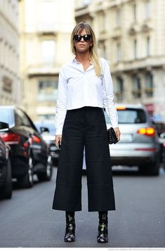 How to Wear Culottes And Look Sexy 2019 Black Culottes Outfit, How To Wear Culottes, Gaucho Pants Outfit, Culotte Style, Culotte Pants, Fashion Pants, Look Fashion, Fashion Outfits, Net Fashion
