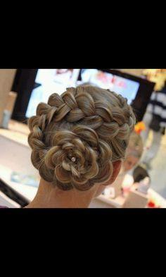 Amazing hairdo!