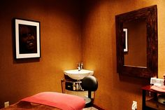 Massage room Massage Room, Dentistry, Room Ideas, Wall Lights, Spa, Future, Health, Home Decor, Appliques