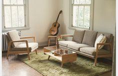 モモナチュラル 自由が丘店の画像3 -MOSS 1P & 3P SOFA- アルダー材のアームがポイントのソファは、ひじ幅が薄いため圧迫感のないサイズのわりには、ゆったりとした座り心地を満喫できる。(通販サイトから)