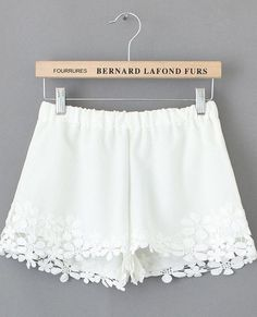 White Lace Floral Crochet Shorts Bought at a boutique and just haven't worn, please give them a good home! Boutique Other White Lace Shorts, Floral Shorts, Boho Shorts, Look Short Jeans, Style Indien, Crochet Shorts, Crochet Lace, Crochet Trim, Hot Pants