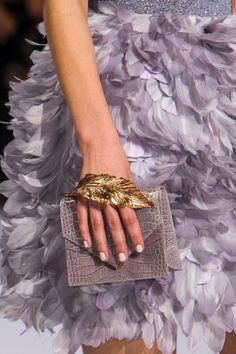 Retrouvez les photos du défilé Ralph & Russo Haute couture Printemps-été…