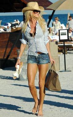 Very Sexy Beach Outfit! Very Sexy Beach Outfit! Look Fashion, Fashion Outfits, Womens Fashion, Feminine Fashion, Fashion Ideas, Fashionable Outfits, Beach Fashion, Fashion Edgy, Classy Outfits