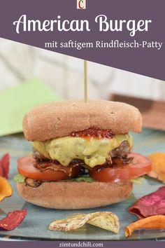 AMERICAN BURGER MIT SAFTIGEM RINDFLEISCH-PATTYEs geht doch nichts über selbstgemachte Burger. Saftiges Rindfleisch, fluffige Buns und eine leckere BBQ-Sauce. Die Hackfleisch-Patties für meinen American Burger kannst du ganz leicht selber machen. Du kannst sie in der Pfanne braten oder grillen. Das Rezept ist super einfach. #AmericanBurger #BurgerRezept #Pattiesselbermachen #BurgermitSauce #Burgerselbermachen #HackfleischRezepte #einfacheRezepte #RindfleischRezepte #PfannenRezepte… Chili Burger, Burger Co, Snacks Für Party, Hamburger, American, Chicken, Ethnic Recipes, Bbq, Instagram