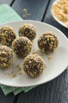 5-Ingredient Chocolate Almond Energy Balls – gluten free, grain free, dairy free, egg free