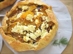 What to bring to a potluck with foodies – rustic butternut squash tart Olive Oil Pie Crust Recipe, Goat Cheese Recipes, Roasted Butternut Squash, Foods To Eat, Vegetarian Recipes, Food Porn, Yummy Food, Favorite Recipes, Ethnic Recipes