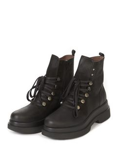 These Black Platform Wedge Lace Up Boots by Lofina is perfect for your A/W look! The patent leather gives the boot that special. Black Platform Wedges, Sheepskin Slippers, Lace Up Boots, Timberland Boots, Patent Leather, Hiking Boots, Model, How To Wear, Shoes