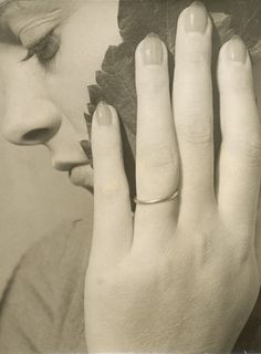 Portrait à la main, 1933,Dora Maar