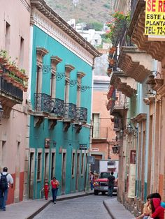 Guanajuato...just beyond the turquoise house is plazuela del Baratillo