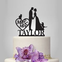 Wedding cake topper with dog and cat with personalized name mr and mrs in heart wedding cake decoration Present a romantic statement at your wedding reception with this black silhouette Wedding Cake With Initials, Heart Wedding Cakes, Wedding Cake Fresh Flowers, Floral Wedding Cakes, Wedding Things, Funny Cake Toppers, Dog Cake Topper, Monogram Cake Toppers, Personalized Wedding Cake Toppers