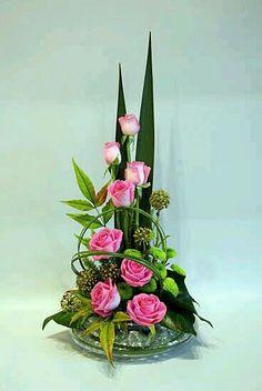 Rosas Hotel Flower Arrangements, Tropical Floral Arrangements, Contemporary Flower Arrangements, Creative Flower Arrangements, Chinese Flowers, Altar, Ikebana, Hotel Flowers, Pink Garden