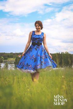 Blue skies (c) misswindyshop.com #circledress #50s #fifties #dress #vintage #nostalgia #butterflies #countryromance #finnishnature #dressrevolution #mekkovallankumous