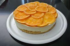 Pomerančovo-levandulový bezlepkový dort zdobený plátky kandovaných pomerančů