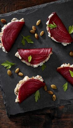 beetroot foldovers with blue cheese + dates + greek yogurt + pumpkin seeds delicious food Blue Beetroot Fold-Overs Appetisers, Food Design, Design Ideas, Appetizer Recipes, Canapes Recipes, Party Recipes, Skewer Appetizers, Juice Recipes, Food Inspiration