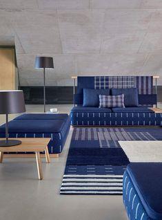 Color Pantone 2020 - Classic blue is the one chosen for this new year Architectural Design Studio, Turquoise Cushions, Bleu Cobalt, Pantone 2020, Minimalist Decor, Fabric Sofa, Living Room Interior, Color Azul, Interiores Design