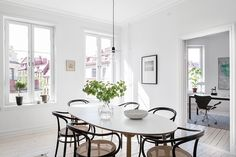 The perfect greige and marble love / Scandinavian Simplicity Dining Area, Dining Table, Dining Room, Color Topo, Scandinavian Apartment, Bradford, Decoration, Kitchen Remodel, Kitchen Decor