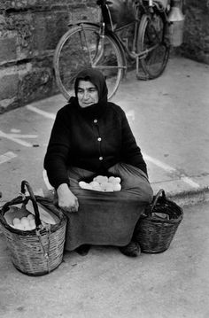 Documentary Photographers, Famous Photographers, Elliott Erwitt Photography, Old Greek, Happy Lunar New Year, Old Faces, Greek History, Dog Years, Photographs Of People