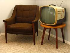 images of vintage mid century interiors Mid Century Decor, Mid Century Furniture, Mid Century Design, Radios, Retro Design, Vintage Designs, Tvs, Deco Retro, Vintage Television