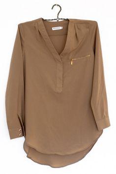 Camisa con cremallera y bolsillo color beige de Dr. Bloom