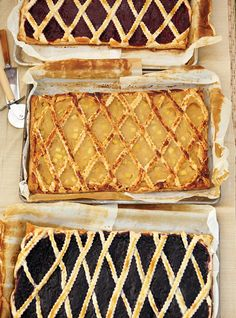 Ricardo's recipe : Blueberry or Raspberry Pastry « Trottoir Ricardo Recipe, Candy Cakes, French Pastries, Pastry Cake, Pie Dessert, Chanel Boy Bag, Easy Desserts, Sweet Recipes, Donuts