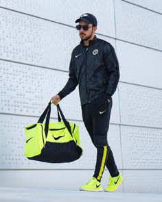 #nike #lifestyle #ootd Black N Yellow, Ootd, Nike, Lifestyle, Bags, Instagram, Fashion, Handbags, Moda