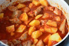 Gulas de porc cu cartofi - CAIETUL CU RETETE Carne, Sweet Potato, Potatoes, Vegetables, Ethnic Recipes, Pork, Potato, Vegetable Recipes, Veggies