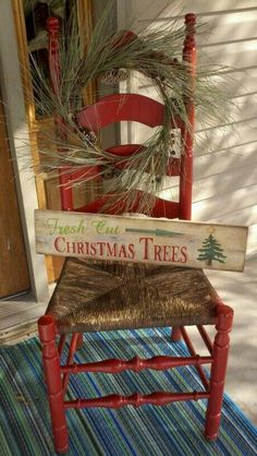 Best Christmas Front Porch Chair Ideas To Beautify Your Home Front Porch Most Beautiful Pictures) – The Best DIY Outdoor Christmas Decor Christmas Chair, Prim Christmas, Christmas Signs, Winter Christmas, Christmas Holidays, Christmas Ideas, Winter Porch, Cowboy Christmas, Antique Christmas
