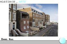 """A obra """"From the knees of my nose to the belly of my toes"""" do arquiteto britânico Alex Chinneck, situada em Margate, Grã-Bretanha. Trata-se de uma fachada de uma casa abandonada, totalmente transformada, como se a parede tivesse escorregado."""