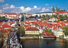 [Time Travel   체코  프라하]취재  성은주    ROMANTIC CITY  체코  프라하  빨간 지붕들이 도시 전체를 감싸 안고 있는듯한  lsquo 동유럽의 꽃 rsquo  프라하  동화 책에나 나올법한 유럽풍…