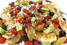 A wonderful dinner to make this weekend, Greek-Style Chicken and Roasted Potatoes, Low Calorie and Bursting with Flavor! It's chock full of healthy ingredients. The skinny for 1 serving is 288 calories, 6 grams of fat and 7 Weight Watchers POINTS PLUS. Skinny Recipes, Ww Recipes, Greek Recipes, Chicken Recipes, Cooking Recipes, Healthy Recipes, Healthy Foods, Fast Recipes, Salads