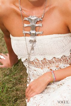 Five Days, Five Looks, One Girl: Valerie Boster's Montauk Vacation - Vogue Daily - Vogue - I adore this necklace. Looks Style, Style Me, Jewelry Design, Jewelry Accessories, First Girl, Gucci, Boho Chic, Bohemian, Style Inspiration