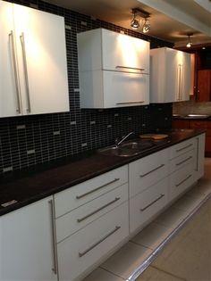 News Double Vanity, Kitchen Cabinets, Interior Design, Bathroom, News, Home Decor, Nest Design, Washroom, Decoration Home