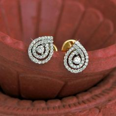 Check out these gold diamond bracelets 2316 Real Gold Jewelry, Fine Jewelry, Gold Jewellery, Women Jewelry, Ring Earrings, Diamond Earrings, Jewellery Earrings, Diamond Bracelets, Gold Necklace