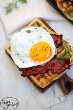 Potato Waffle with Bacon and Egg. Potato waffles with bacon and eggs - perfect for breakfast! (in Polish with translator) Potato Recipes, Pork Recipes, Brunch Recipes, Breakfast Recipes, Breakfast Ideas, Potato Waffles, Breakfast At Tiffanys, Cereal Recipes, Food For Thought
