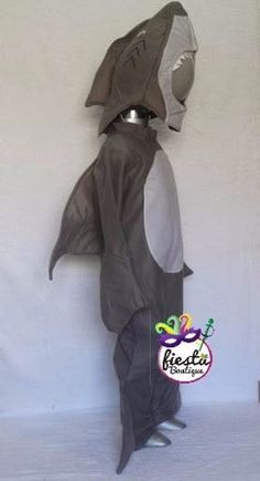 Easy and Inexpensive DIY Shark Costume   Living Well on the Cheap     disfraz de rana de tutu tortuga tiburon ranita primavera