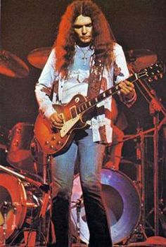 Guitarist Gary Rossington explains the origins of some of Lynyrd Skynyrd's—and rock's—finest moments. Rock N Roll, Rock And Roll Bands, Gary Rossington, Ronnie Van Zant, Best Guitarist, Lynyrd Skynyrd, Blues Artists, Rock Legends, Music Guitar