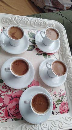Coffee Love, Coffee Mugs, High Tea Food, Picnic Essentials, Coffee Instagram, Snap Food, Food Snapchat, Coffee Photography, Cute Girl Photo
