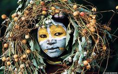 Hans Silvester  Photo reporter spent five years photographing the people of the Omo Valley, on the border of Ethiopia. A people whose genius of painting expresses the same body, in harmony with nature.