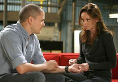 Wentworth Miller and Sarah Wayne Callies in Prison Break Wentworth Miller, Prison Break, Sara Tancredi, Michael And Sara, Best Tv Couples, Cutest Couples, Dominic Purcell, Sarah Wayne Callies, Michael Scofield