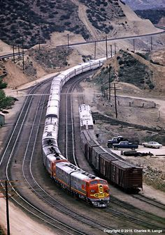 ATSF leads the westbound combined El Capitan/Super Chief @ Cajon Pass in Photo by Charles R. ATSF leads the westbound combined El Capitan/Super Chief @ Cajon Pass in Photo by Charles R. Train Car, Train Tracks, Bnsf Railway, Railroad Pictures, Bonde, Railroad Photography, Train Pictures, Old Trains, Train Engines