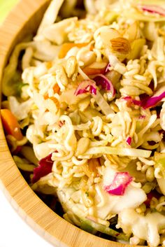 Chinese Coleslaw - An easy side dish perfect for summer picnics or light lunches! Chinese Coleslaw, Ramen Coleslaw, Chinese Salad, Asian Coleslaw, Coleslaw Recipes, Asian Slaw, Coleslaw Mix, Chinese Food, Vinaigrette